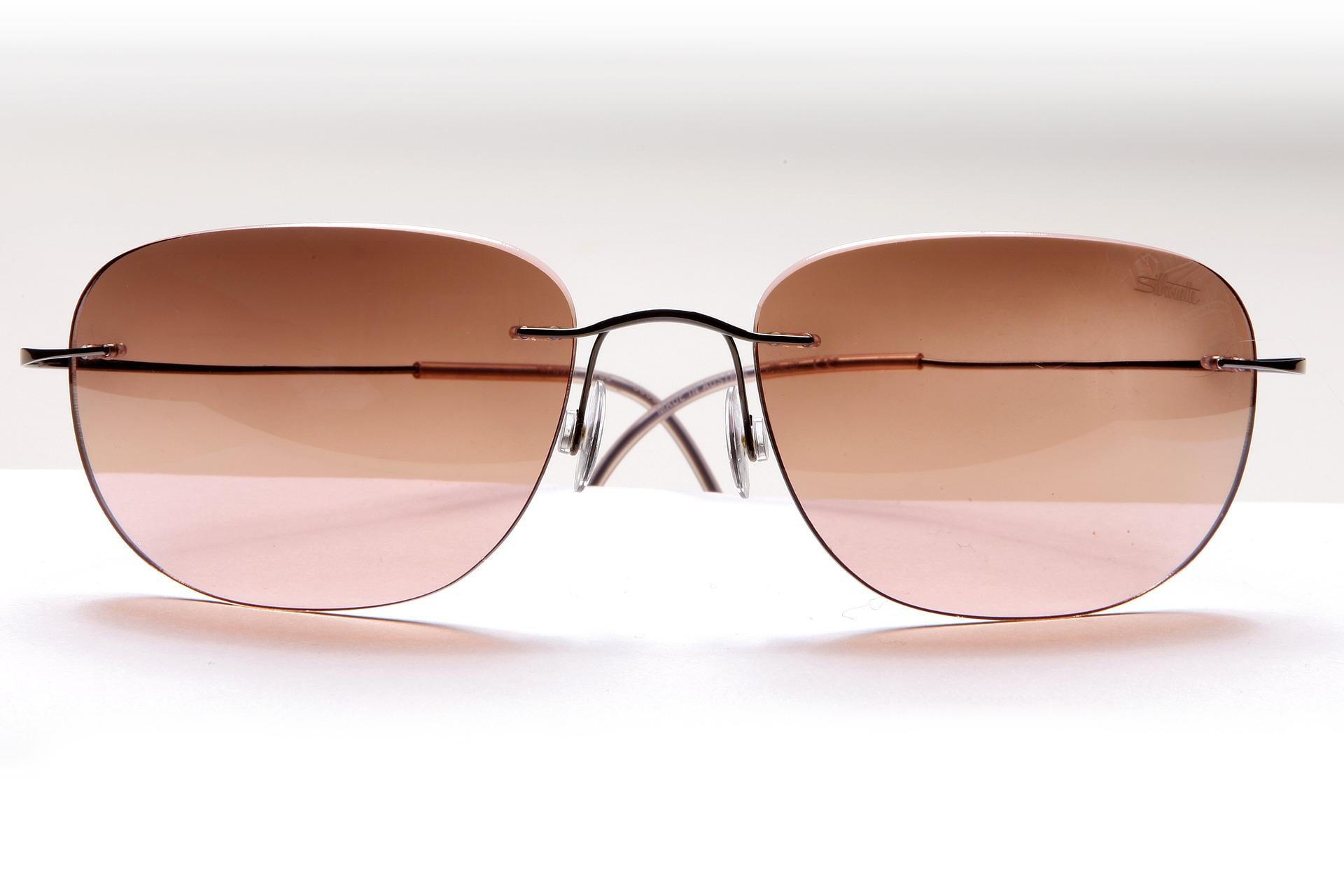 glasses-1333433_1920